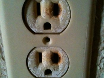 Picture of a defective plug outlet